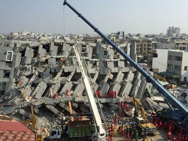 台湾南部の台南市で倒壊したビクトリアクラウンビル
