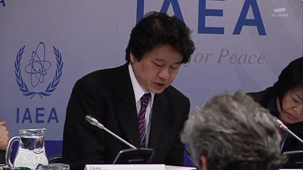 国際原子力機関(IAEA)本部で記者会見する中村幸一郎審議官
