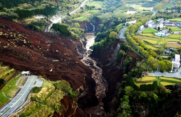 熊本地震で崩落し消滅した阿蘇大橋の跡地