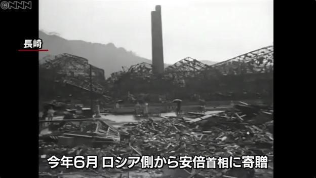旧ソ連の原爆調査団が撮影した長崎市の映像(傘をさす日本人)