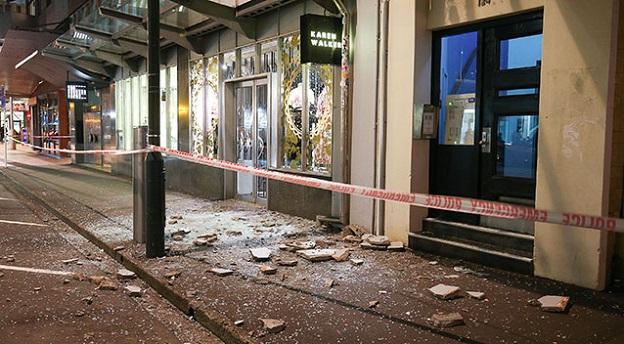 ニュージーランド地震で破壊された街のショーウィンドウの画像