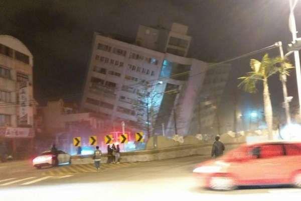 花蓮県花蓮市で地震の被害に遭ったホテルの画像