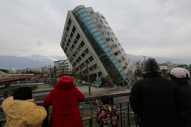 花蓮地震で倒壊寸前のビル