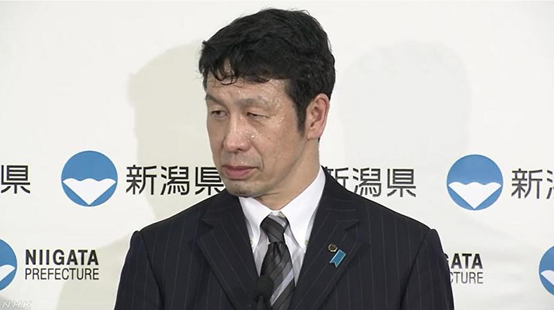 米山隆一新潟県知事は辞職会見でずっと冷や汗
